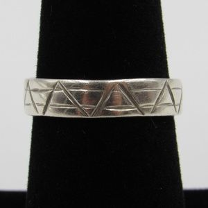 Vintage Size 7 Sterling Unique Triangle Line Ring